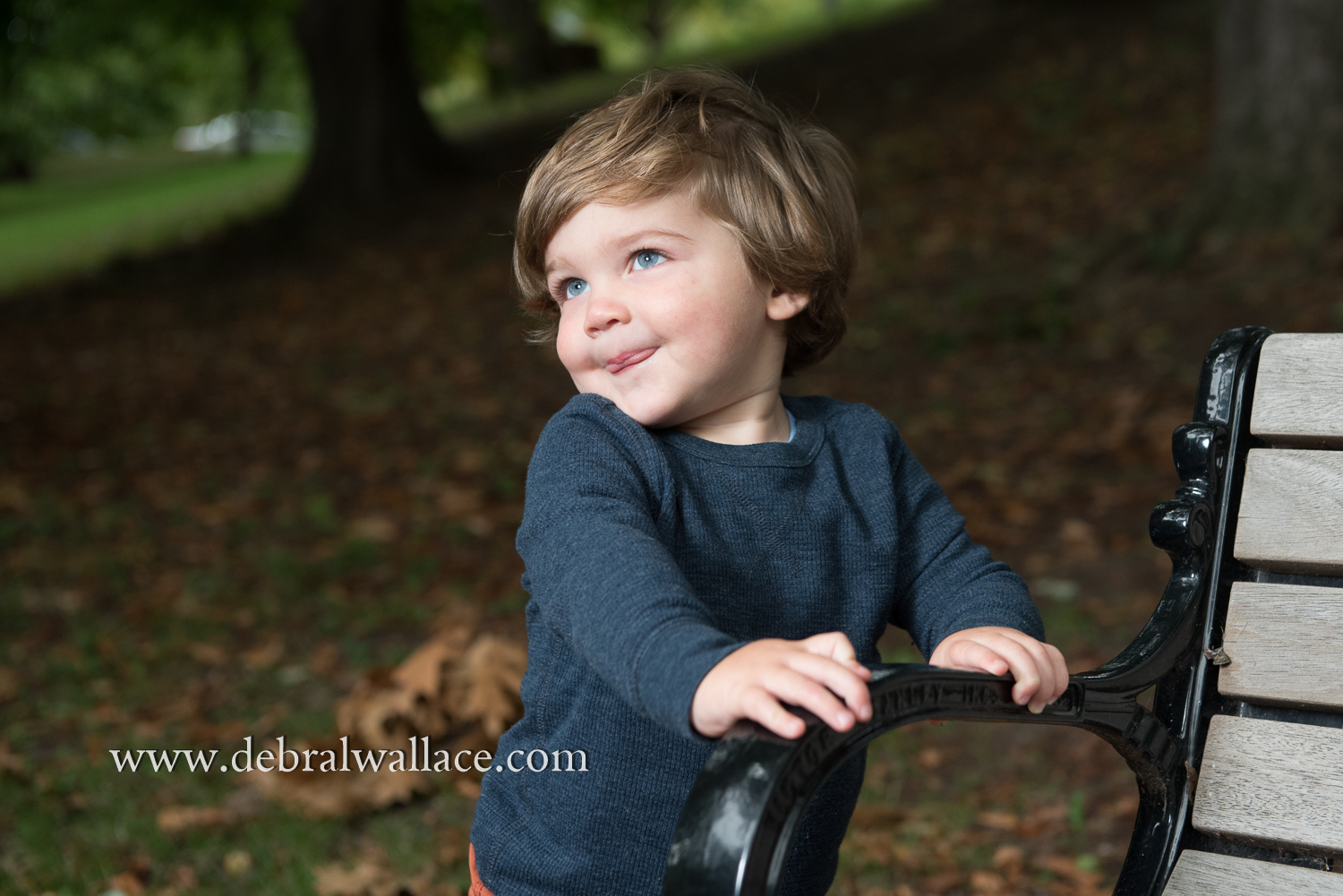 highland-park-candid-family-photography-toddler-fall-leaves-8912