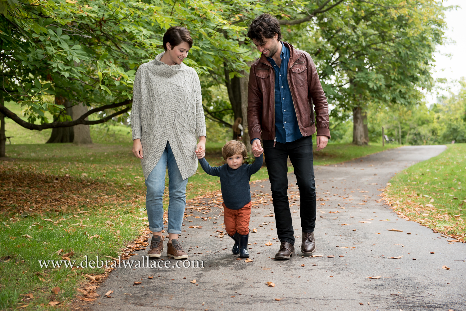 highland-park-candid-family-photography-toddler-fall-leaves-8934