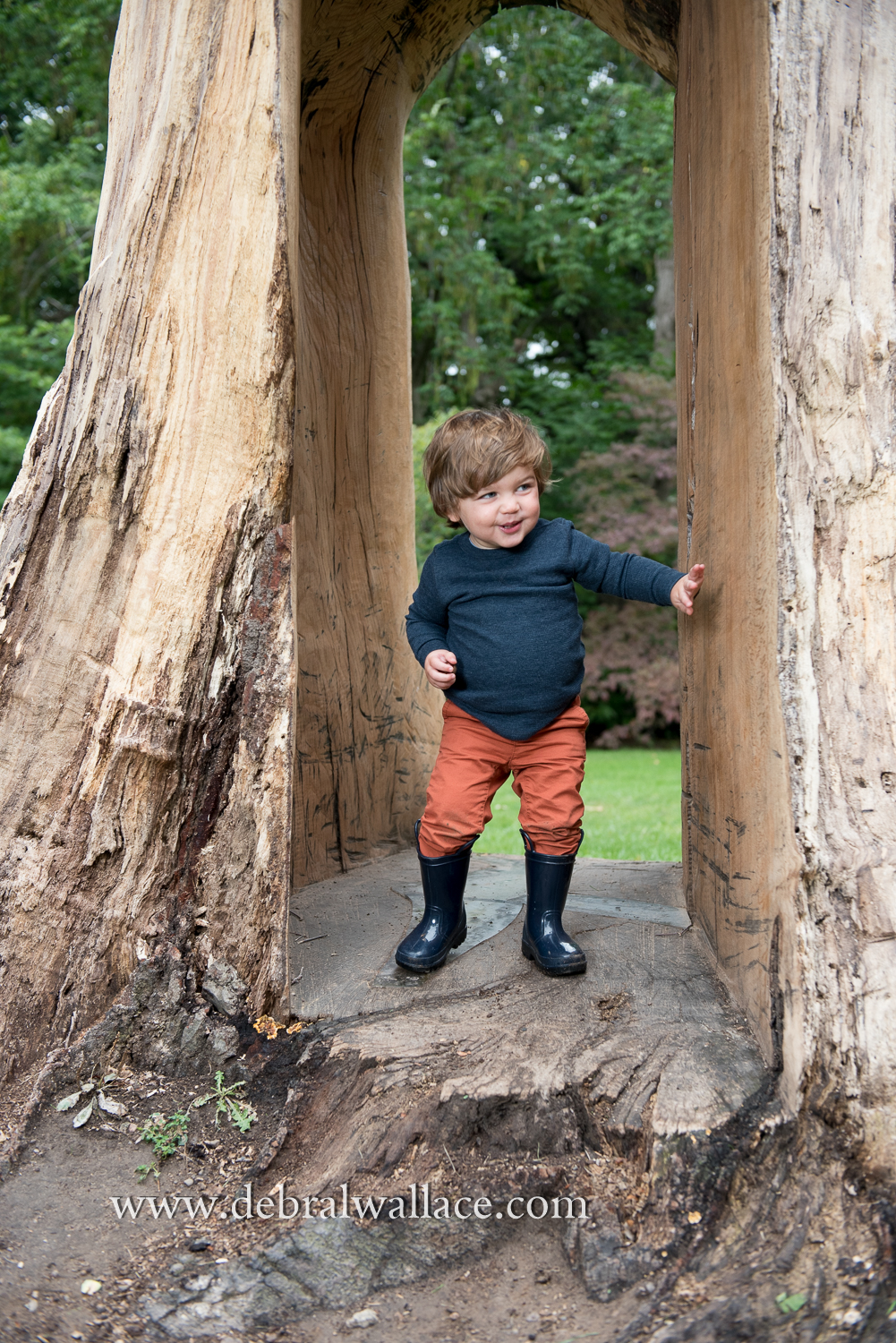 highland-park-candid-family-photography-toddler-fall-leaves-8946